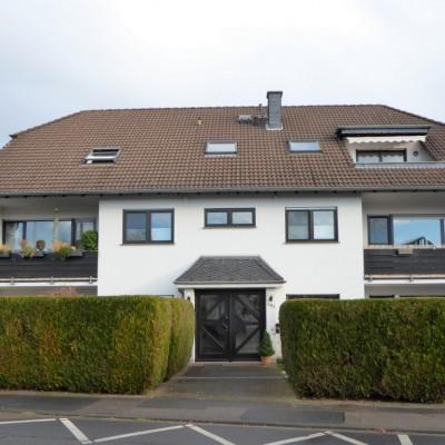 Rheidt, helle, schön geschnittene Dachgeschosswohnung mit Balkon